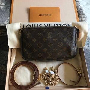 Louis Vuitton monogram pochette with accessories